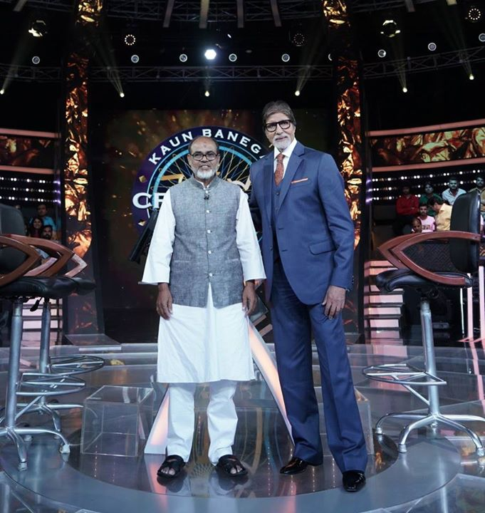 FB 2174 -  Honouring on KBC KARMVEER .. Jallauddin Ghazi .. an incredible human , who had begged on the streets of Kolkata, now worked and opened 2 schools for children that cannot have money to go to school ! 🙏🙏🙏🙏🙏 Aamir a guest