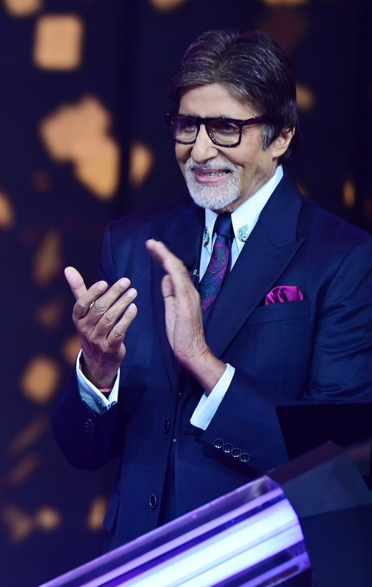 T 3688 - aabhaar aabhaar aabhaar  ..! is all i have in my vocabulary to give my gratitude to all that have wished me for the birthday ..🙏🙏🙏🙏🙏 https://t.co/QZvDZMScr0